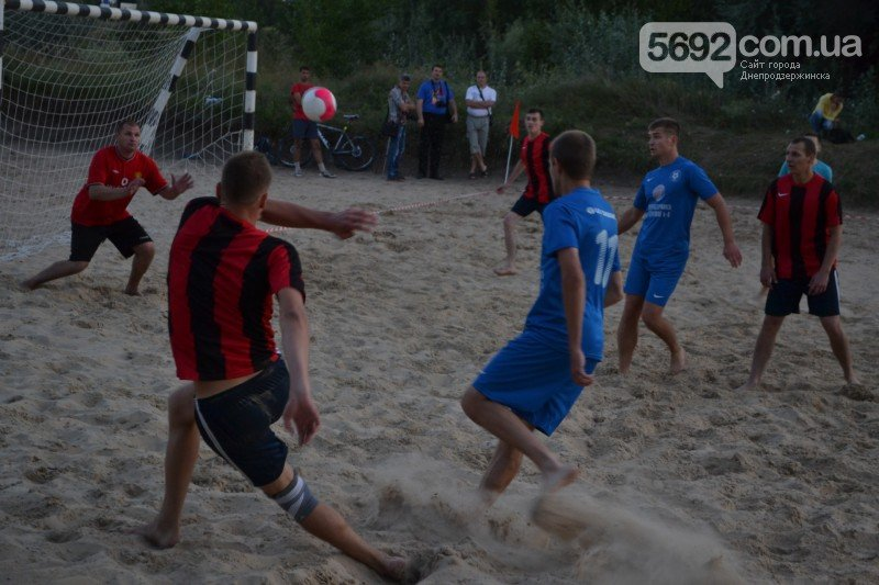 В Днепродзержинске ко Дню независимости провели турнир по пляжному футболу, фото-5