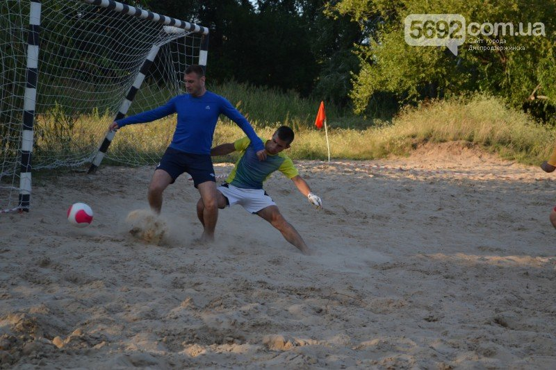 В Днепродзержинске ко Дню независимости провели турнир по пляжному футболу, фото-2