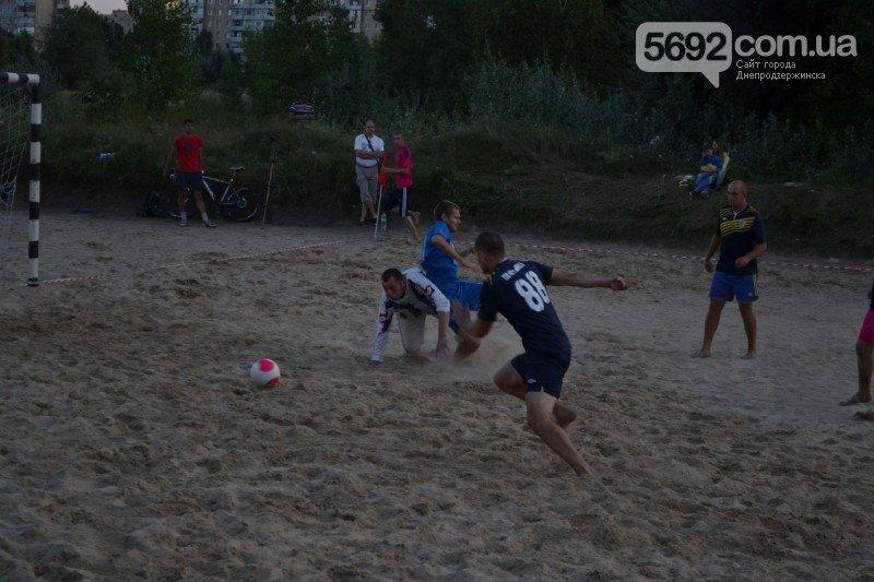 В Днепродзержинске ко Дню независимости провели турнир по пляжному футболу, фото-7