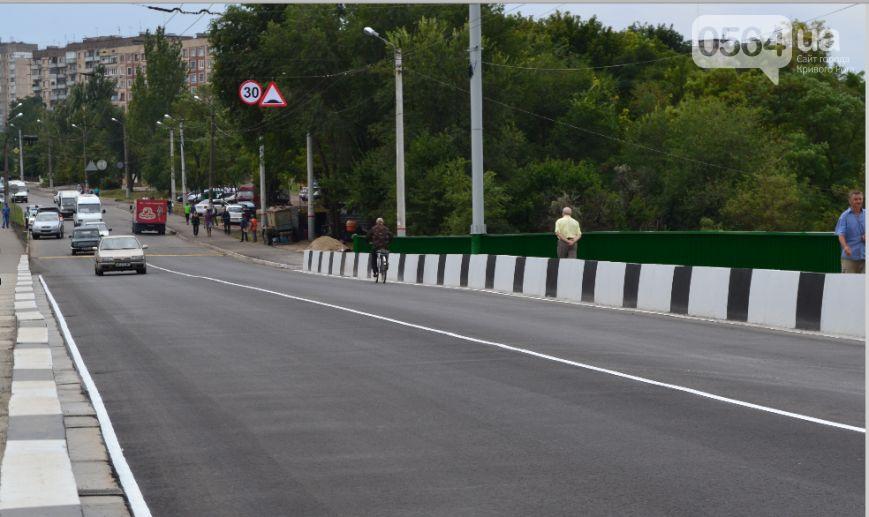 В Кривом Роге: открыли мост №7, закончился ремонт дороги на ЮГОК, криворожане жаловались  Юрию Вилкулу в скоростном трамвае №4М (фото) - фото 1