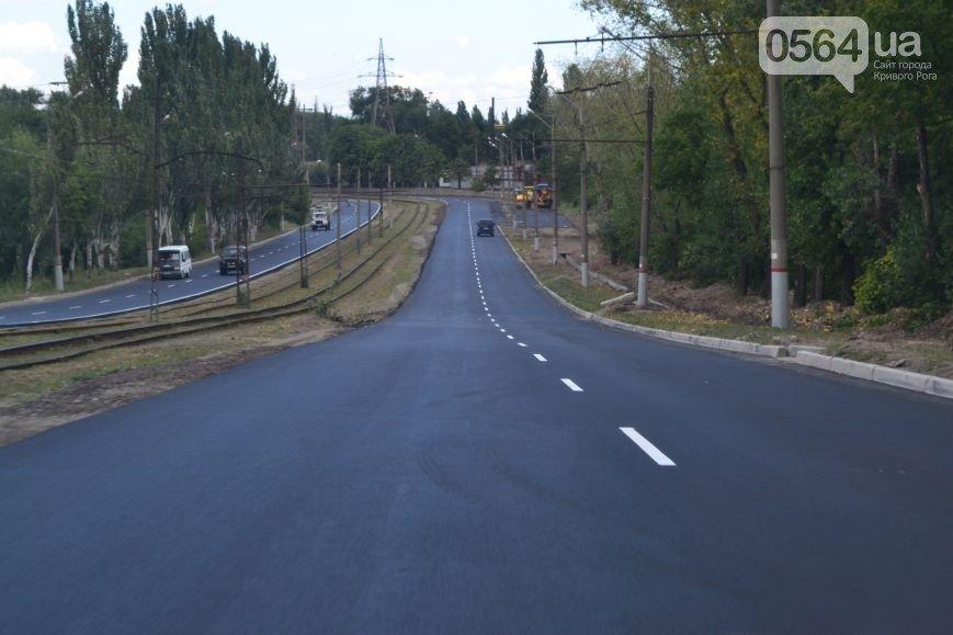 В Кривом Роге: открыли мост №7, закончился ремонт дороги на ЮГОК, криворожане жаловались  Юрию Вилкулу в скоростном трамвае №4М (фото) - фото 3