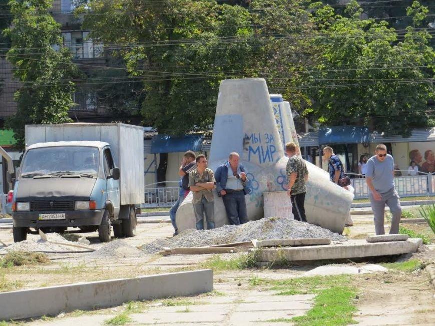 На главной площали Мариуполя готовятся поднять государственный флаг (Фоторепортаж) (фото) - фото 1