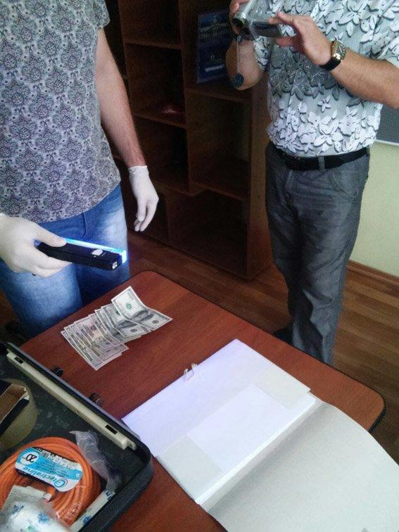 В Николаеве работница ВУЗа попалась на взятке за зачисление на бюджет (ФОТО) (фото) - фото 1
