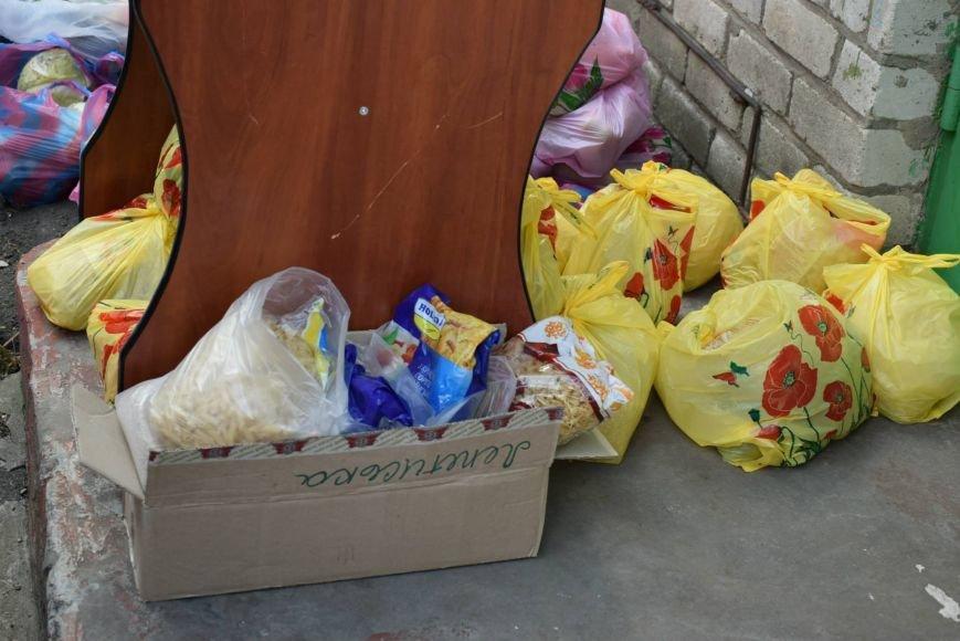 Вынужденным переселенцам, живущим в Николаеве, передали гуманитарную помощь (ФОТОРЕПОРТАЖ), фото-8