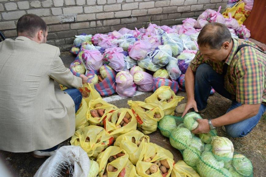 Вынужденным переселенцам, живущим в Николаеве, передали гуманитарную помощь (ФОТОРЕПОРТАЖ), фото-7