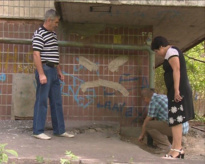 На ж/м Сокол в Днепропетровске жилой дом может уйти под землю, фото-3