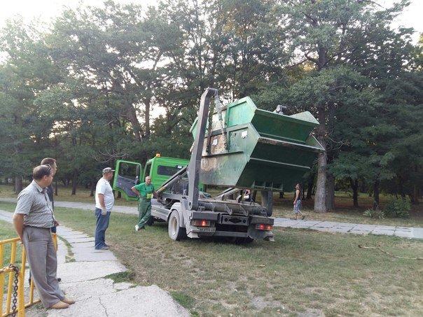 Симферопольцы в ходе субботника в Гагаринском парке собрали 88 мешков мусора (ФОТО) (фото) - фото 5