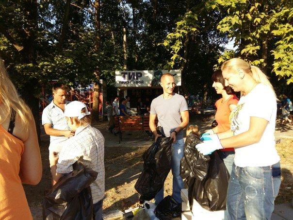Симферопольцы в ходе субботника в Гагаринском парке собрали 88 мешков мусора (ФОТО) (фото) - фото 1