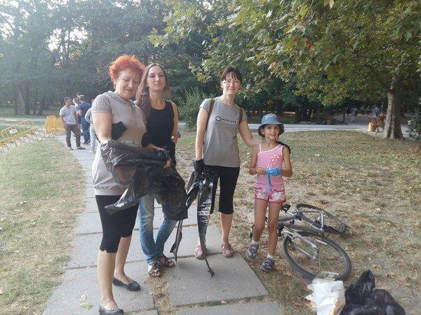 Симферопольцы в ходе субботника в Гагаринском парке собрали 88 мешков мусора (ФОТО) (фото) - фото 2