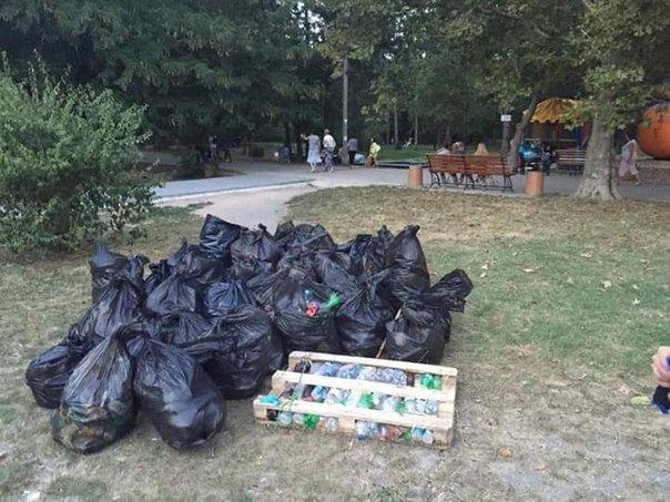 Симферопольцы в ходе субботника в Гагаринском парке собрали 88 мешков мусора (ФОТО) (фото) - фото 4