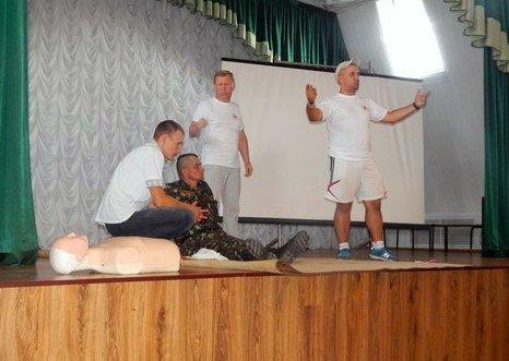 Конотопська міська організація Товариства Червоного Хреста України провела лекцію з військовими (фото) - фото 1