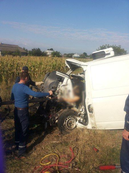 На Прикарпатті зіткнулися два «Фольксвагени». Водії обох автівок загинули на місці (ФОТО) (фото) - фото 2
