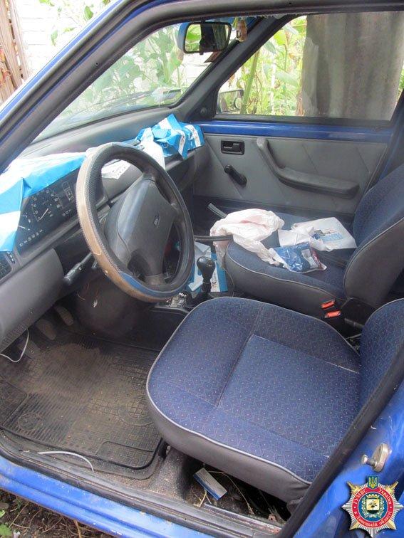 Недалекоглядный угонщик спрятал машину в своем гараже (фото) - фото 1