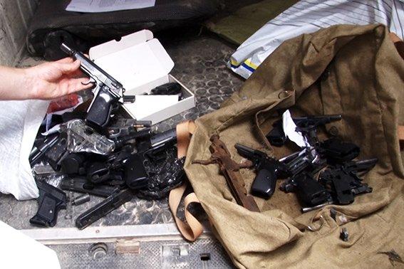 Понад сто одиниць незаконної зброї правоохоронці знищили у плавильній печі (ФОТО) (фото) - фото 1