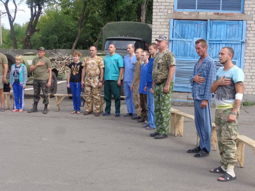 «Ми - нащадки древнього, прекрасного, бойового роду» - таланты Красноармейска выступили для 66-го военного мобильного госпиталя (ОБНОВЛЕНО) (фото) - фото 2