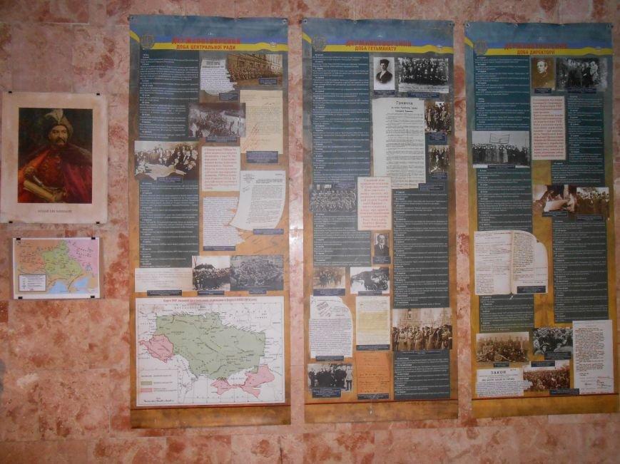 В музее истории Днепродзержинска открылась выставка, посвященная Дню Независимости Украины (фото) - фото 2
