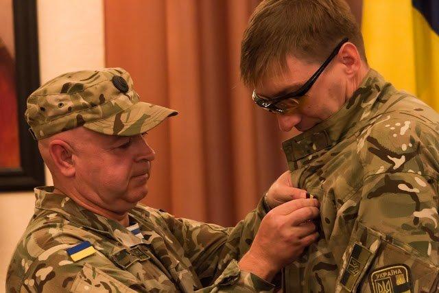 Медали для героев: в Днепропетровске воины АТО получили награды ко Дню независимости (ФОТО), фото-1