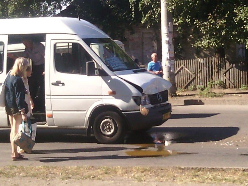 Авария в Кривом Роге: водитель маршрутного такси влетел в «Жигули» (ФОТО) (фото) - фото 3