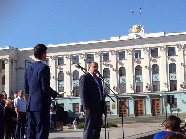 В центре Симферополя развернули 100-килограммовый флаг России,  изготовленный из мексиканского шелка (ФОТО) (фото) - фото 2