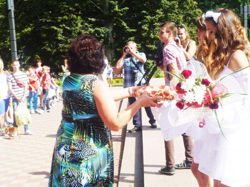 В  Жовтневом районе Кривого Рога появилась Аллея любви (ФОТО) (фото) - фото 1
