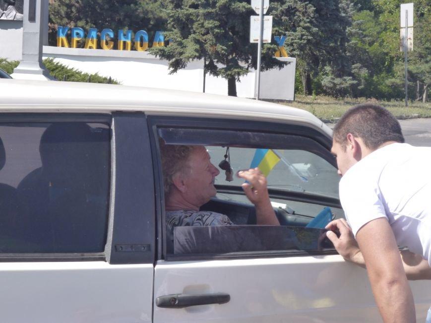 Предупрежден - значит вооружен: водители Красноармейска получили информацию о мероприятиях к праздникам и национальную символику (фото) - фото 2