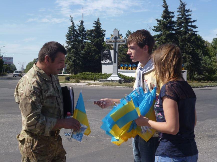 Предупрежден - значит вооружен: водители Красноармейска получили информацию о мероприятиях к праздникам и национальную символику (фото) - фото 5