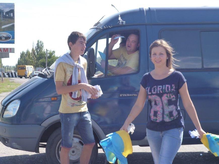 Предупрежден - значит вооружен: водители Красноармейска получили информацию о мероприятиях к праздникам и национальную символику (фото) - фото 3