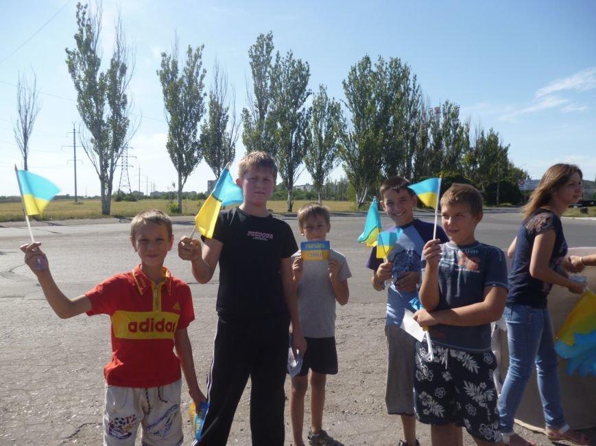 Предупрежден - значит вооружен: водители Красноармейска получили информацию о мероприятиях к праздникам и национальную символику (фото) - фото 4