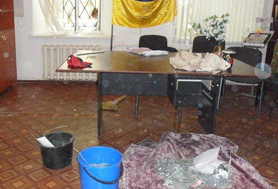 В николаевском центре волонтеров сработала самодельная взрывчатка (ФОТО) (фото) - фото 2