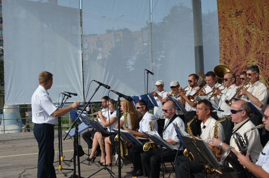 В Мариуполе празднуют День государственного флага (ФОТОРЕПОРТАЖ+ВИДЕО), фото-30