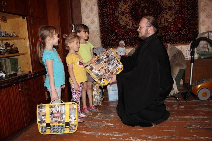 Церковь оказала помощь мариупольским первоклассникам (фото) - фото 1