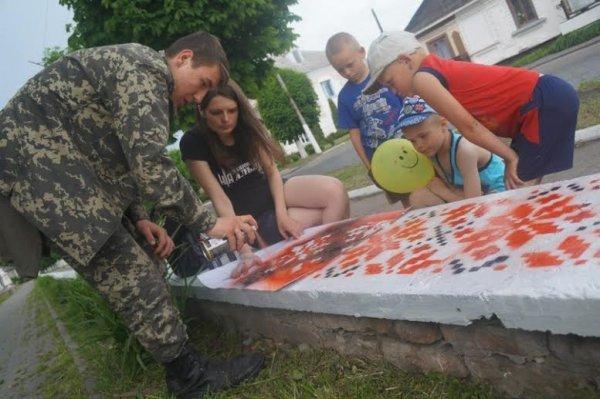На Рівненщині бордюр засяяв національною вишивкою (фото) - фото 4