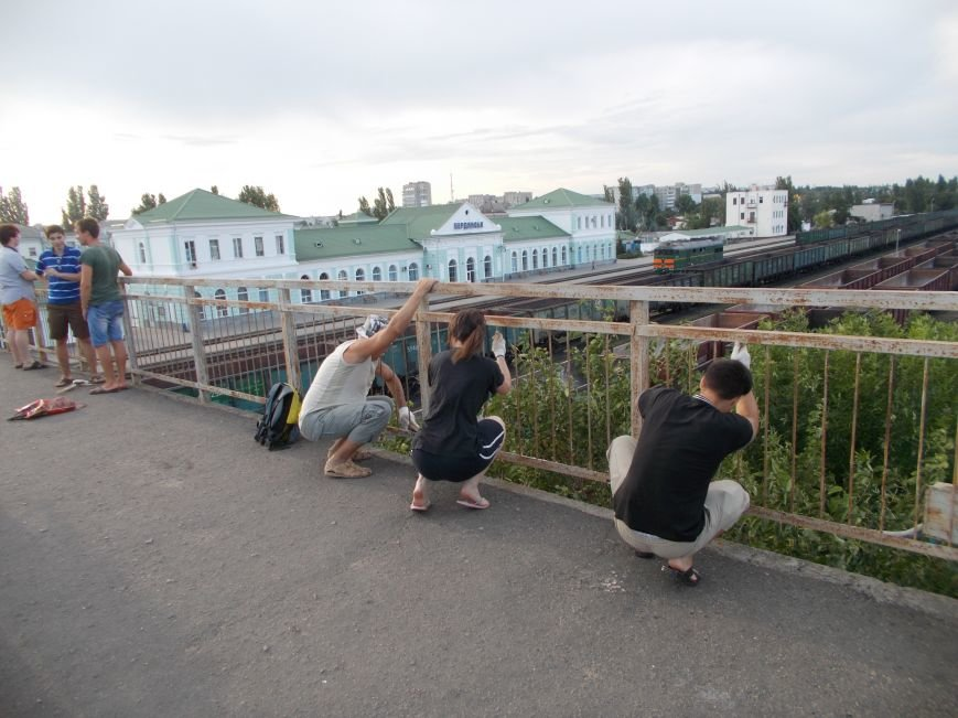Бердянские активисты сделали еще один мост патриотическим (фото) - фото 3