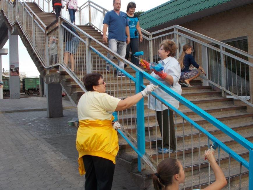 Бердянские активисты сделали еще один мост патриотическим (фото) - фото 5