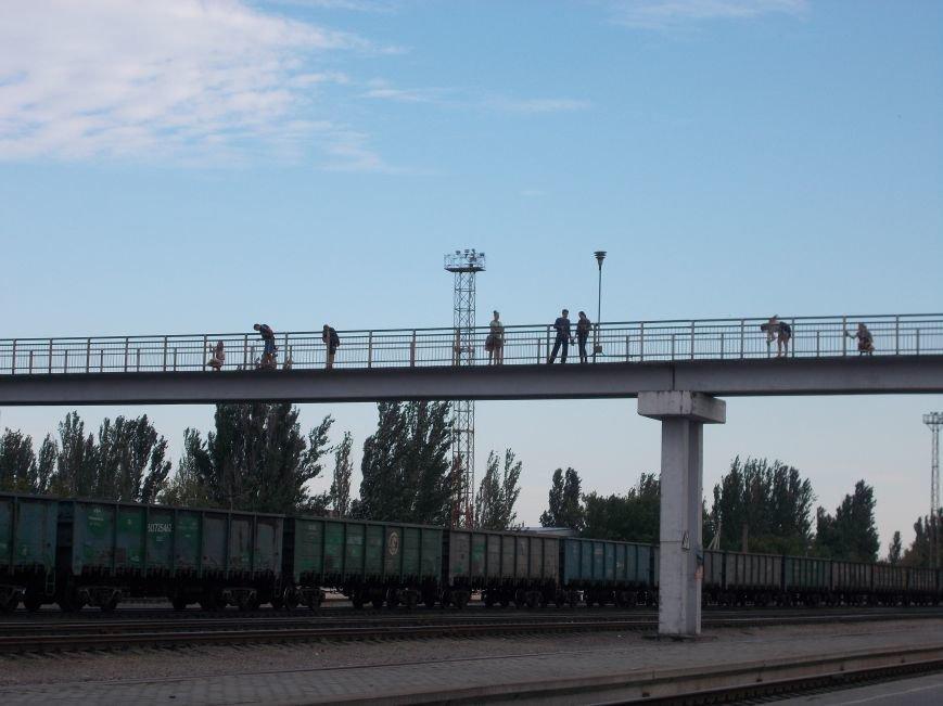 Бердянские активисты сделали еще один мост патриотическим (фото) - фото 1