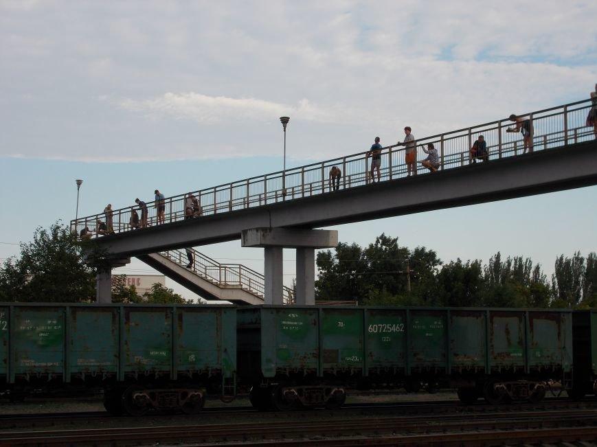 Бердянские активисты сделали еще один мост патриотическим (фото) - фото 6