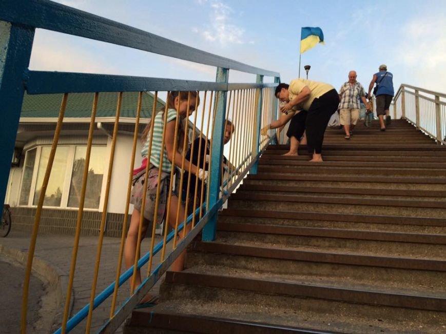 Бердянские активисты сделали еще один мост патриотическим, фото-4