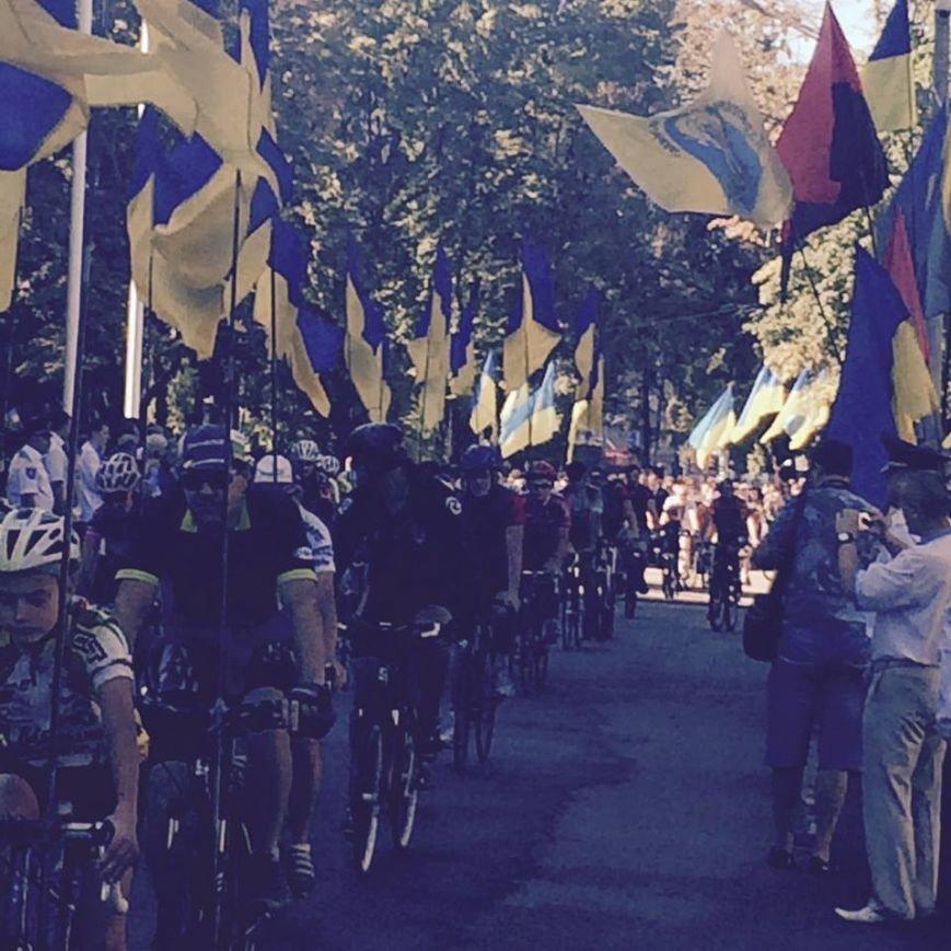 В честь Дня Независимости в Днепропетровске прошел патриотический велопробег (ФОТО) (фото) - фото 1