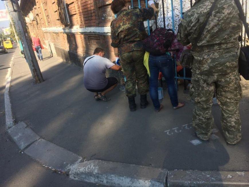 Забор, которым милиция перегородила улицу Фонтанную, сегодня разрисовали в национальные цвета(Фотофакт), фото-3