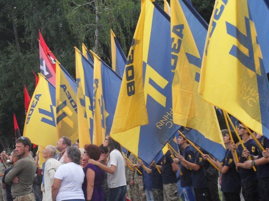 Святкування Дня прапора у Полтаві: паралельна реальність (фото) - фото 2