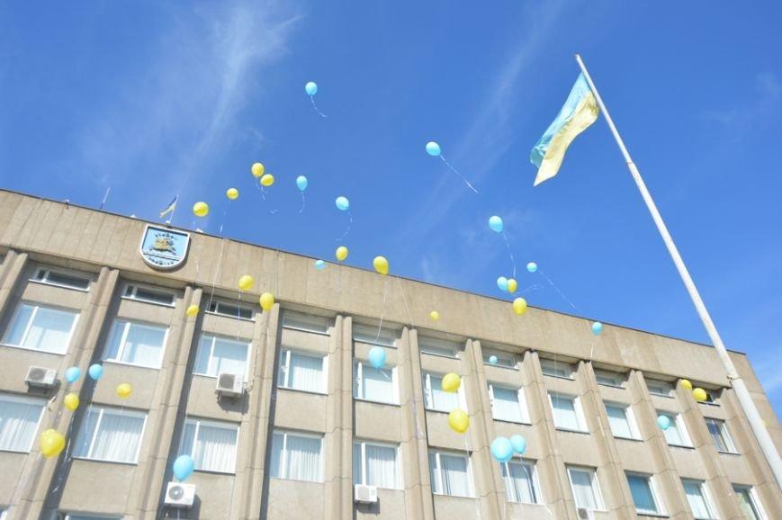В Никополе почтили один из главных государственных символов Украины (фото) - фото 1