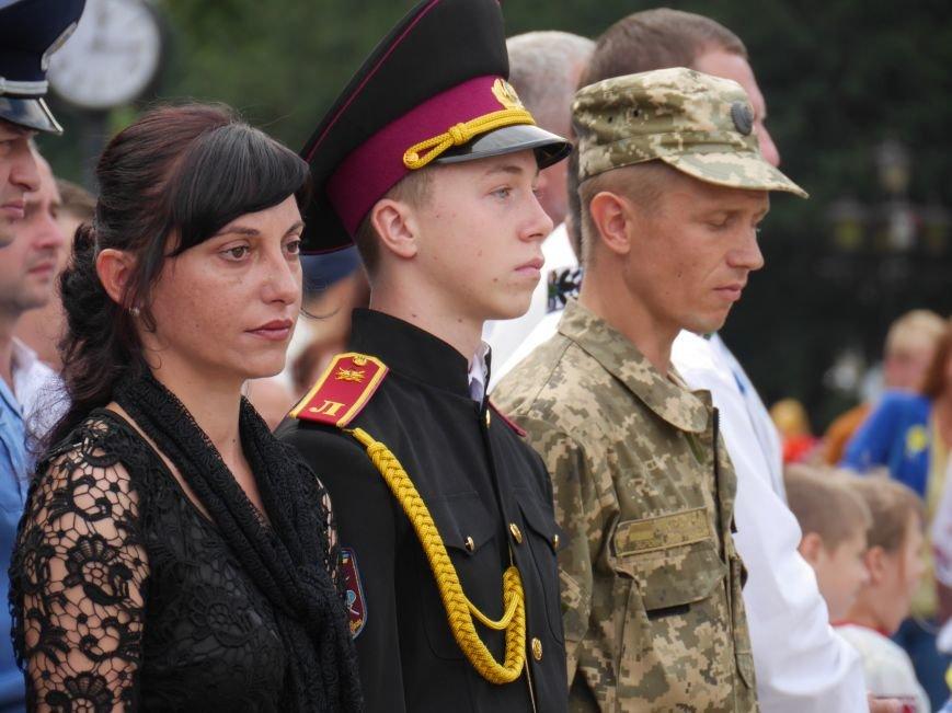 Тисячі тернополян відзначали День Державного прапора біля пам'ятника Незалежності (ФОТОРЕПОРТАЖ) (фото) - фото 1