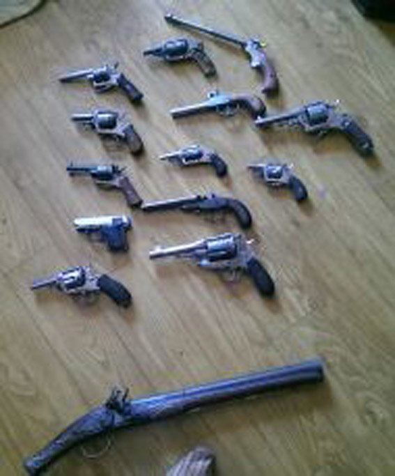 У подозреваемого во взрыве николаевского центра волонтеров нашли пулемет, автоматы и взрывчатку (ФОТО, ВИДЕО) (фото) - фото 3