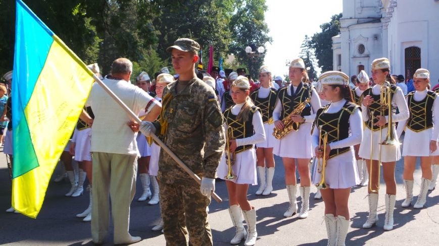 Святкова хода та парад вишиванок: як святкують День Незалежності в Полтаві (фото) - фото 1