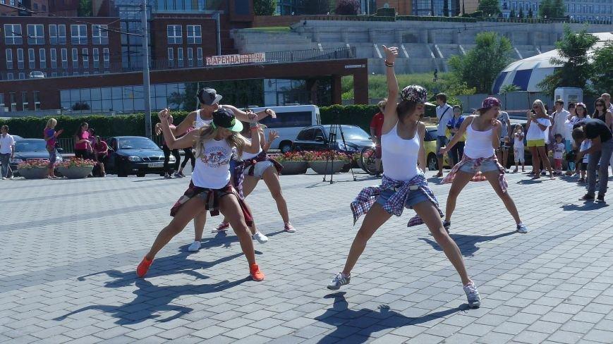 На День Независимости днепропетровцы строили вигвамы и танцевали (ФОТО) (фото) - фото 3