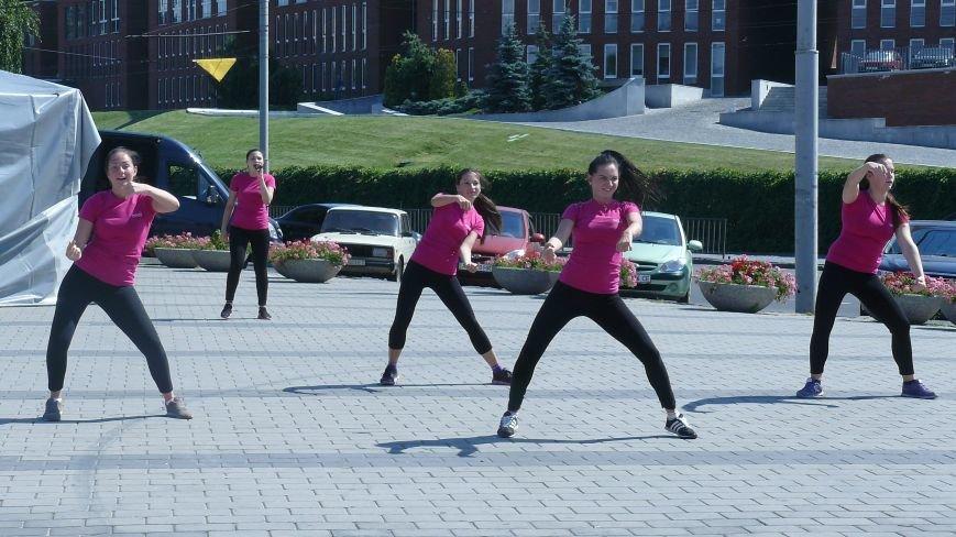 На День Независимости днепропетровцы строили вигвамы и танцевали (ФОТО) (фото) - фото 2