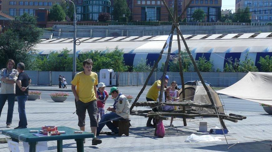 На День Независимости днепропетровцы строили вигвамы и танцевали (ФОТО) (фото) - фото 1