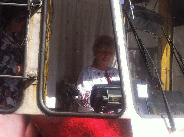 На День Незалежності водії львівських трамваїв одягнули вишиванки (ФОТО) (фото) - фото 2