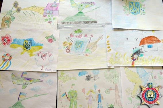 Творчество как стимул двигаться вперед: дети милиционеров Красноармейска нарисовали для раненых бойцов патриотические рисунки (фото) - фото 2