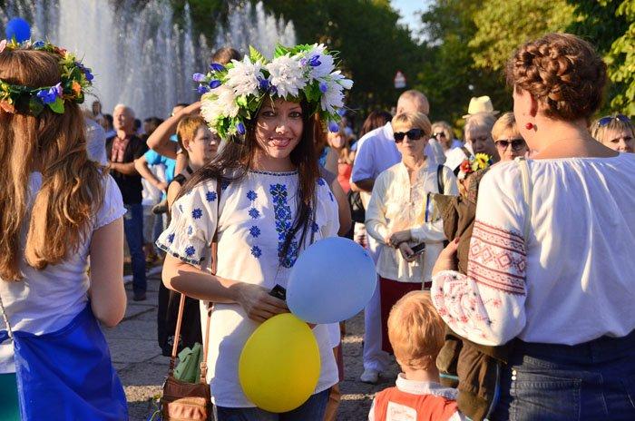 Николаевцы отметили День Независимости в вышиванках и с флагами (ФОТОРЕПОРТАЖ), фото-13